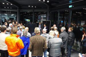 Herr Matthias Döring, Regional Sales Manager Germany, stellt das neue 400 Watt Modul vor